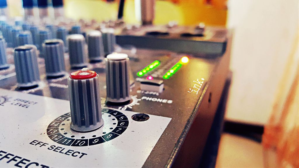 Vocal effects... #knob #sound #mixer #photography #hdr