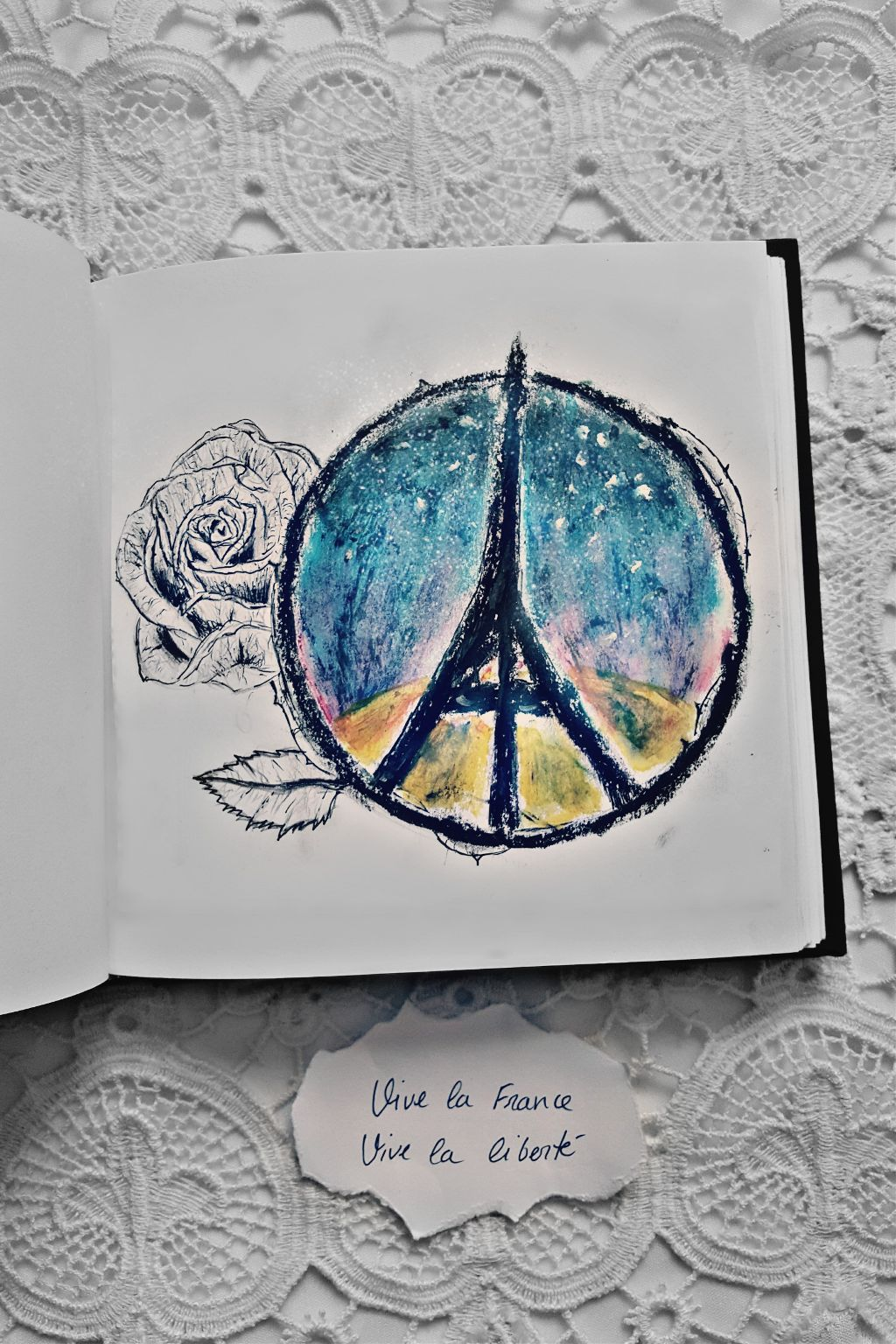 """For those who have fallen, brothers and sisters, fathers and mothers, sons and daughters ... for all """"vive la France, vive la liberte."""" 🌹🍃 Por todos los que han caído, hermanos y hermanas, padres y madres, hijos e hijas... por todos ellos """"vive la France, vive la liberté.""""  #pencilart  #people  #photography #emotions"""