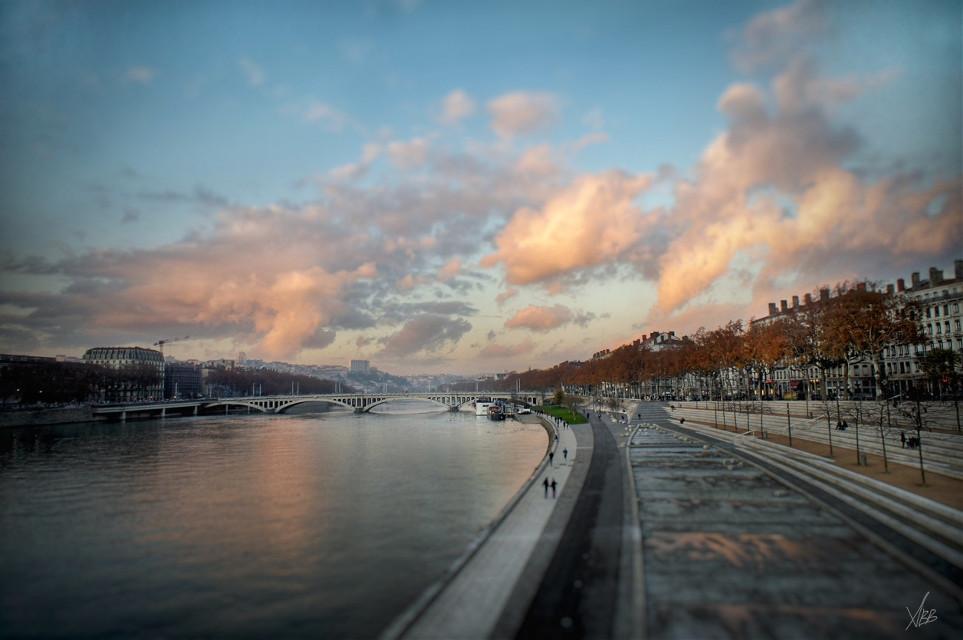 #pinksky #walkinlyon #autumn #photography #panorama #citycenter #rhone #rhonealpes #lyon #2015