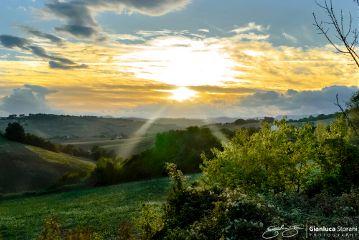 tramonto campagna sole abbraccio natura