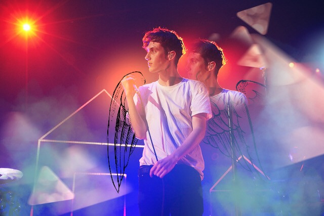 Hey i'm back! Next pic will be from a recomendation from @dancemommer_girl sorry im just busy! <3   #interesting #troyesivan #blueneighbourhood #live #bokeh #art #edits #colors