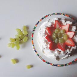 cake strawberry grapes