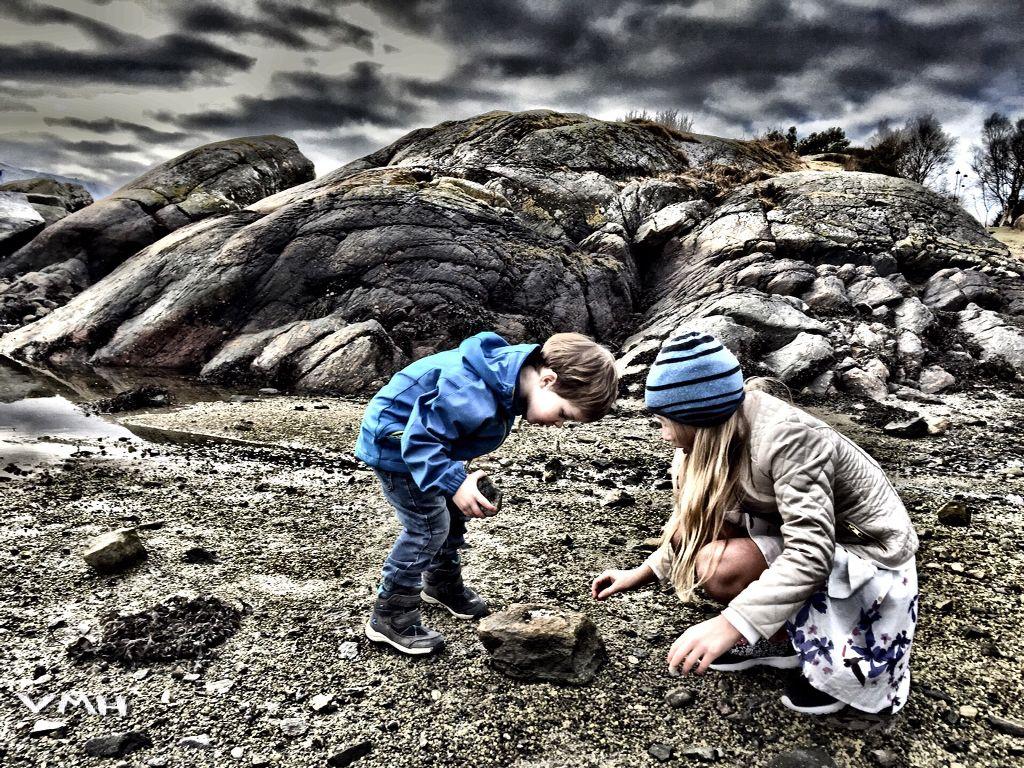 #kids #playing #ocean #hdr #people #nature