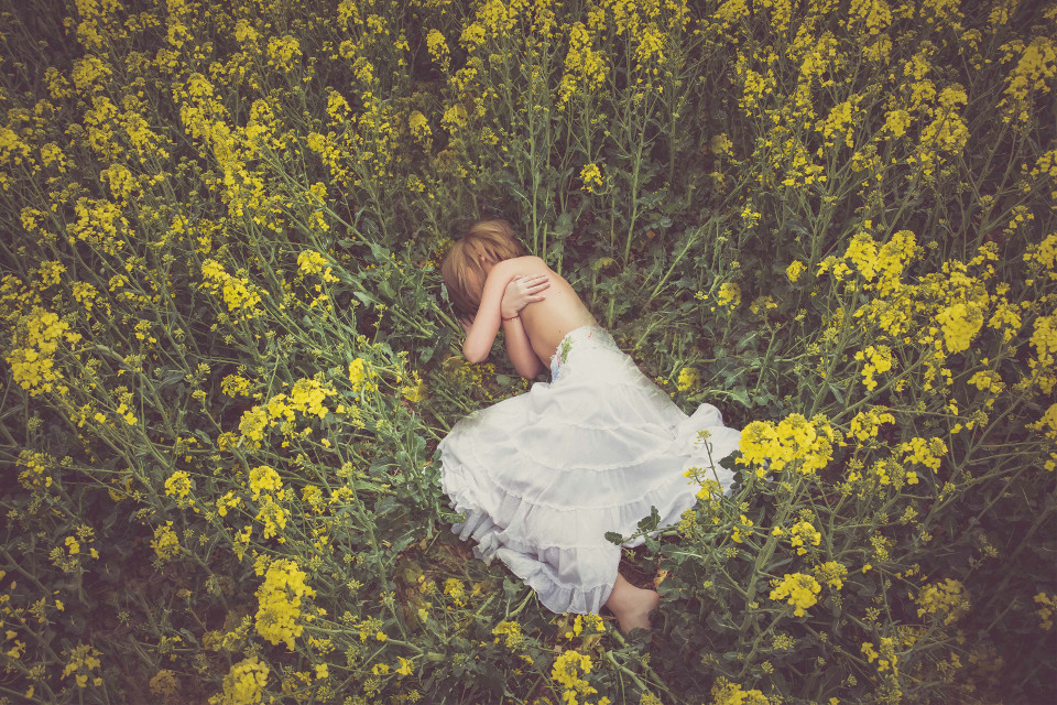 Courtesy of Unsplash (Public Domain) ~ #FreeToEdit #nature #girl #flowers