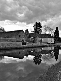 clouds blackandwhite mirror reflection burgundy