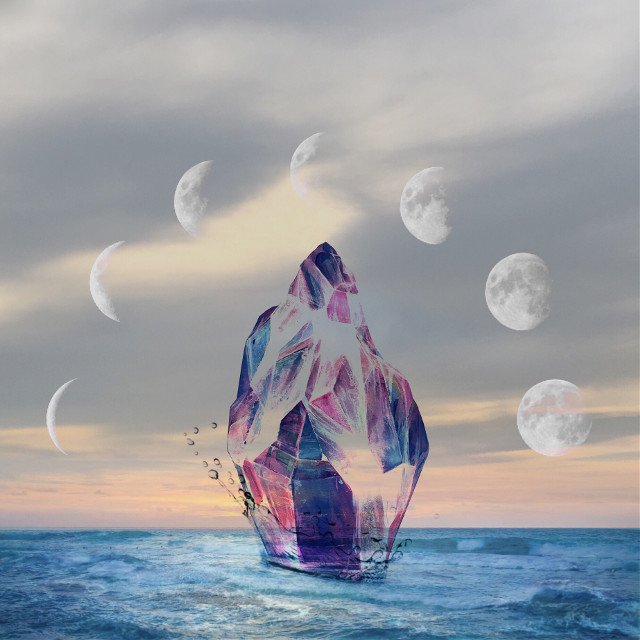 It's something... Or nothing #cristal #sea #moon